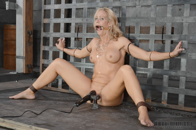 girls-nake-live-bdsm-sex-shows-pussies